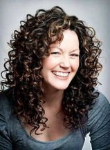 Beautiful curly layered haircut style ideas 77