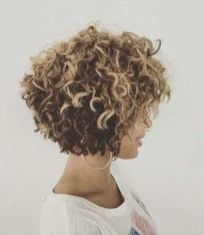 Beautiful curly layered haircut style ideas 8