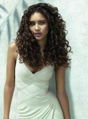 Beautiful curly layered haircut style ideas 85