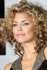 Beautiful curly layered haircut style ideas 87