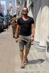Cool casual men plain t shirt outfits ideas 17