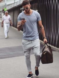Cool casual men plain t shirt outfits ideas 32