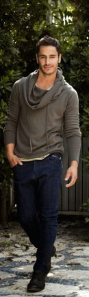 Cool men sweater outfits ideas 24