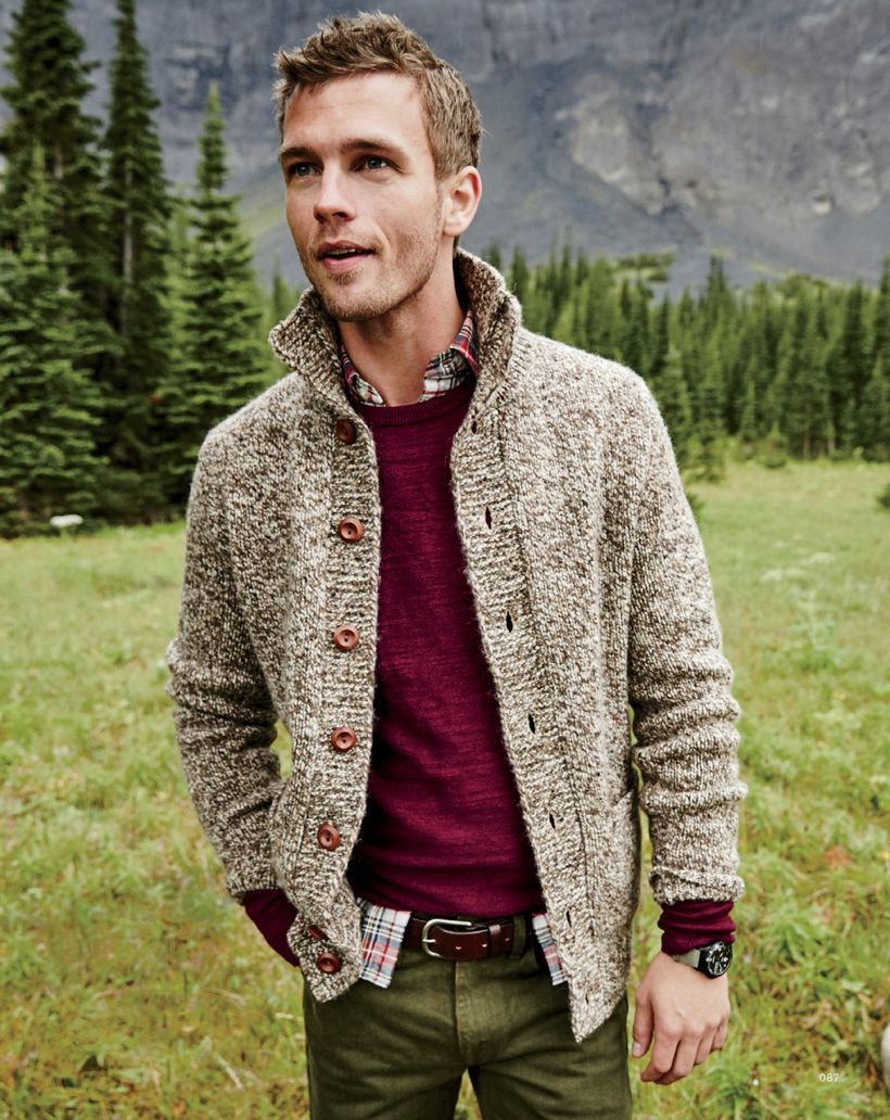 Cool men sweater outfits ideas 40