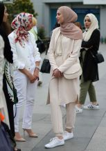 Elegant muslim outift ideas for eid mubarak 76