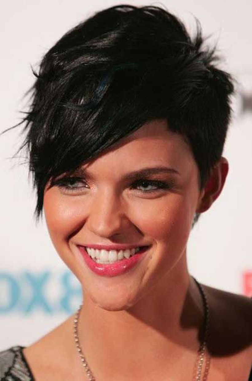 Funky short pixie haircut with long bangs ideas 41