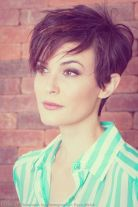 Funky short pixie haircut with long bangs ideas 44