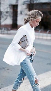 Oversized white shirt with jeans outfits ideas 2