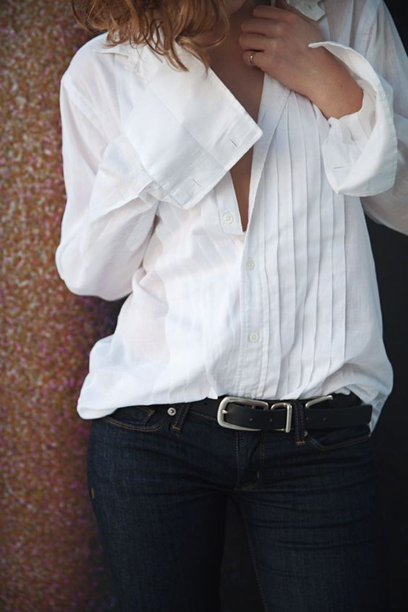 Oversized white shirt with jeans outfits ideas 4