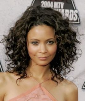 Stylist naturally curly haircuts ideas 11