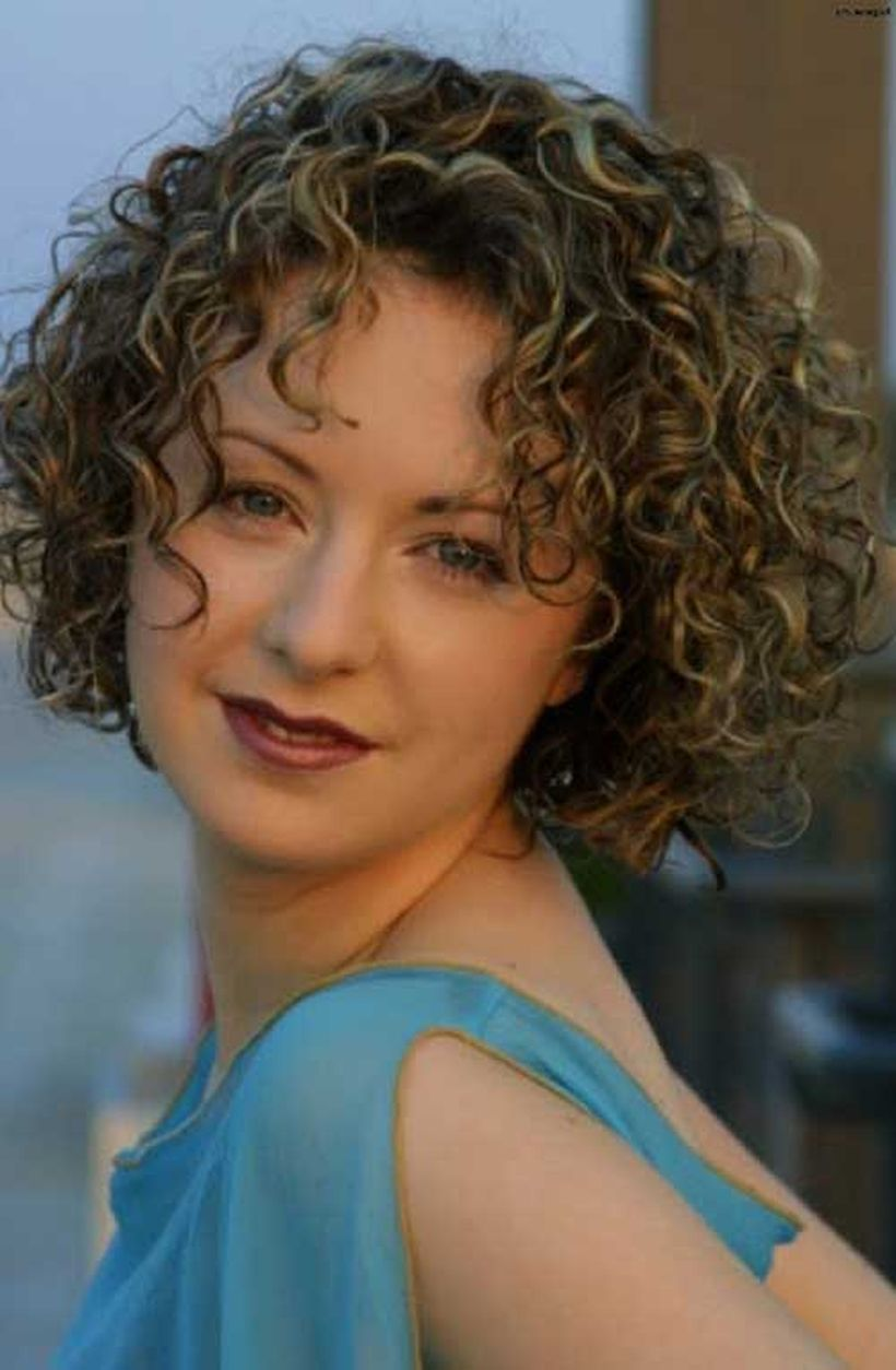 Stylist naturally curly haircuts ideas 24