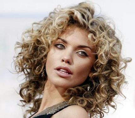 Stylist naturally curly haircuts ideas 39