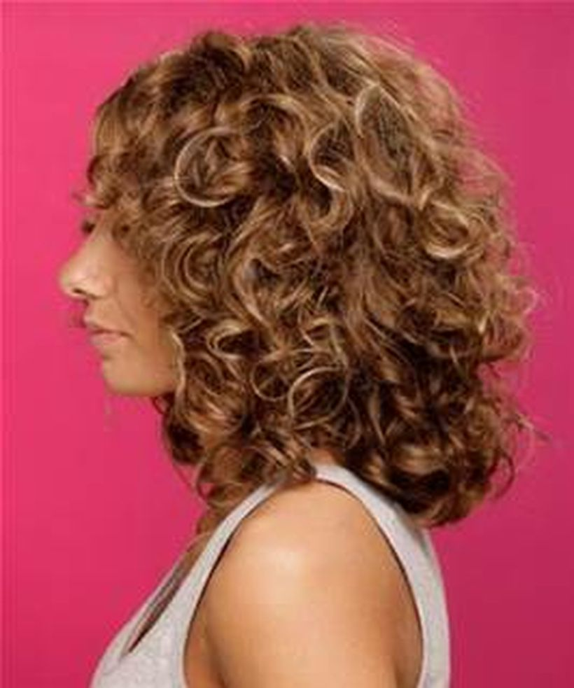 Stylist naturally curly haircuts ideas 4