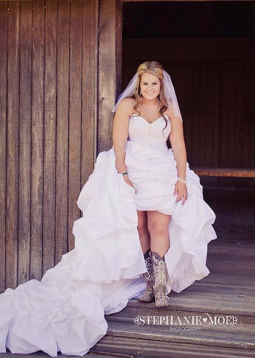 Vintage wedding outfit with country boots 16