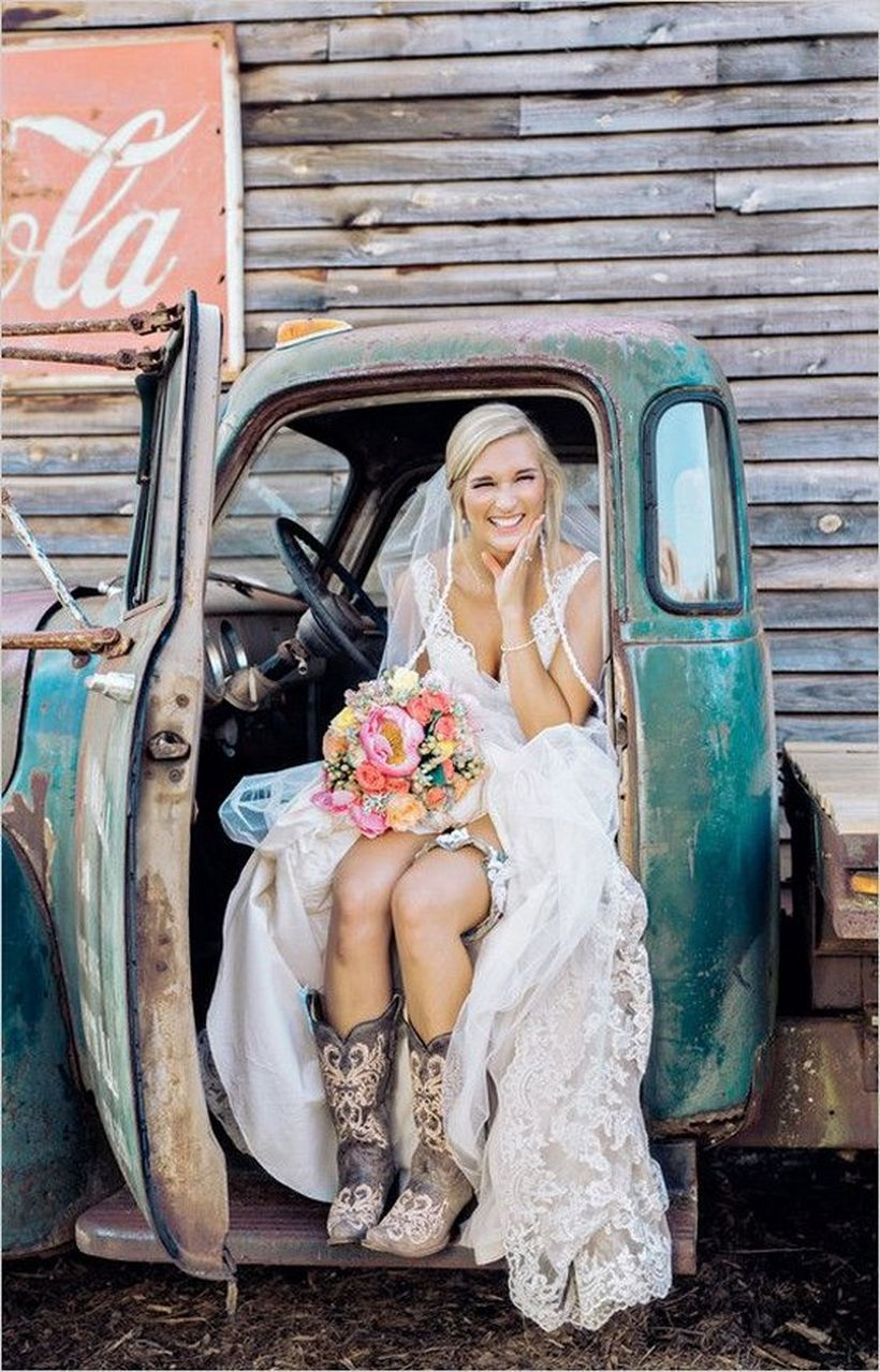 Vintage wedding outfit with country boots 30