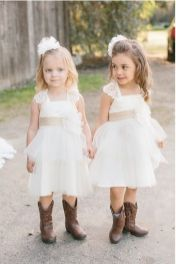 Vintage wedding outfit with country boots 37