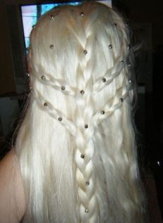 Amazing khaleesi game of thrones hairstyle ideas 3