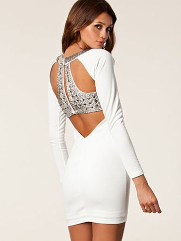 Amazing white short dresses ideas for party outfits 24