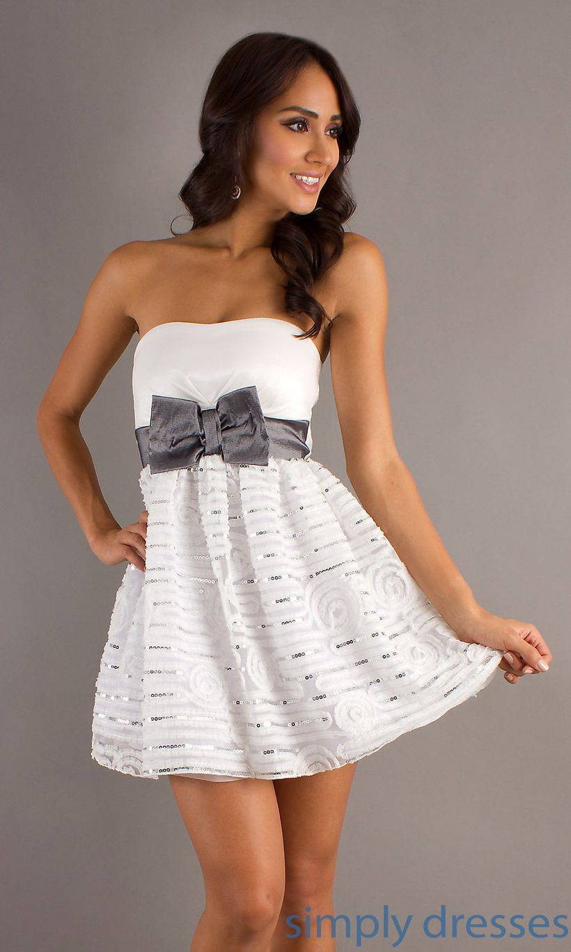 Amazing white short dresses ideas for party outfits 28