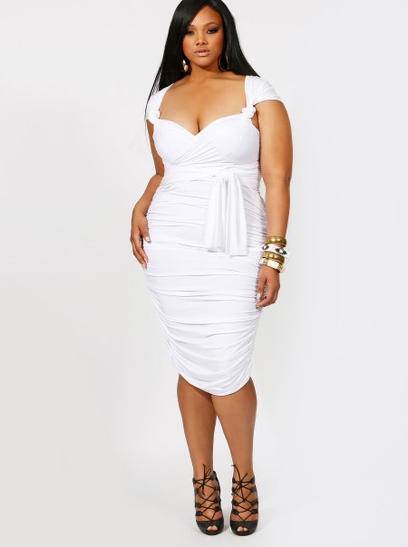 Amazing white short dresses ideas for party outfits 34