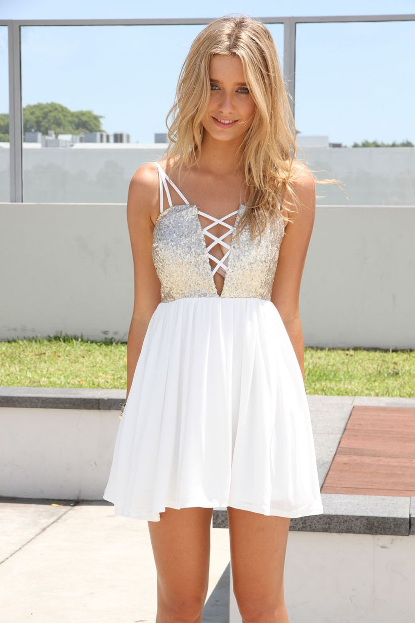 Amazing white short dresses ideas for party outfits 50