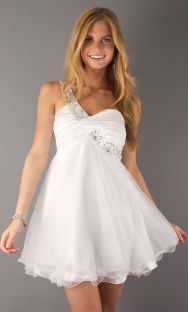 Amazing white short dresses ideas for party outfits 51