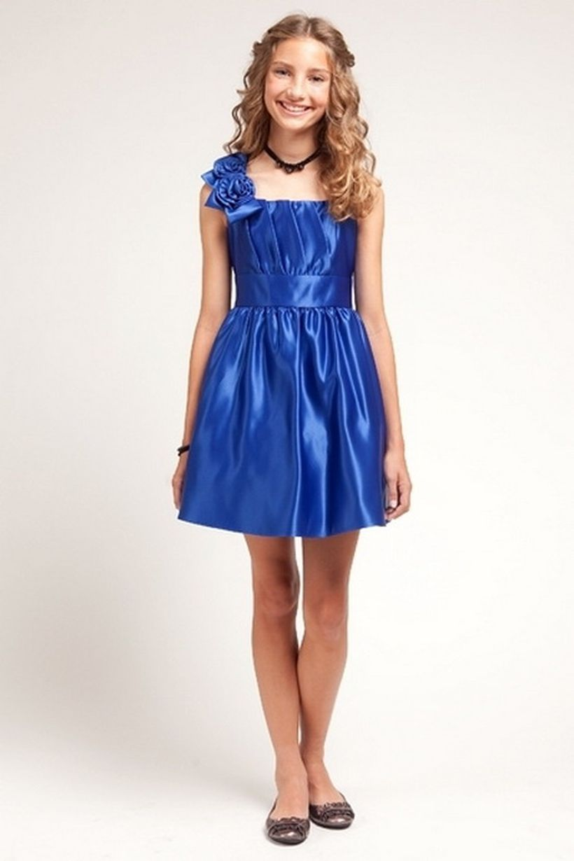 Awesome teens short dresses ideas for graduation outfits 108