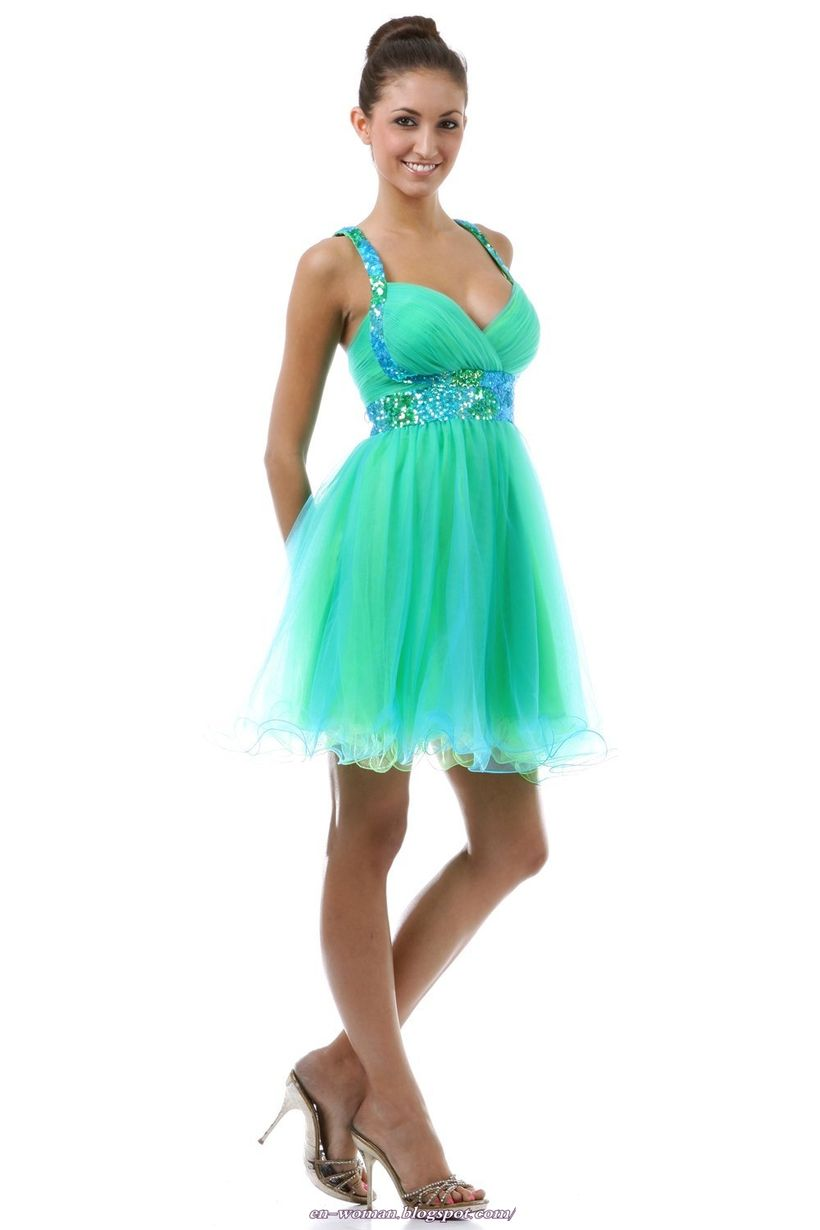 Awesome teens short dresses ideas for graduation outfits 37