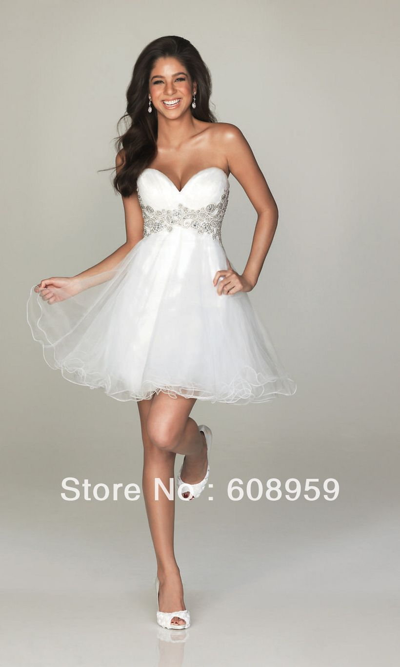 Awesome teens short dresses ideas for graduation outfits 59