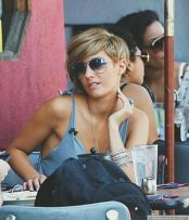 Cool short pixie blonde hairstyle ideas 124