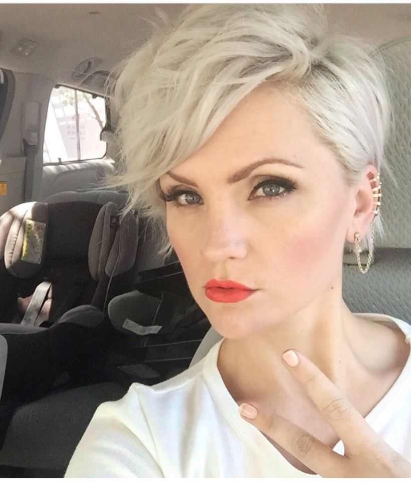 Cool short pixie blonde hairstyle ideas 24