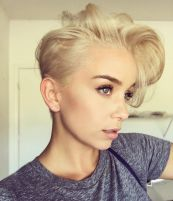 Cool short pixie blonde hairstyle ideas 31