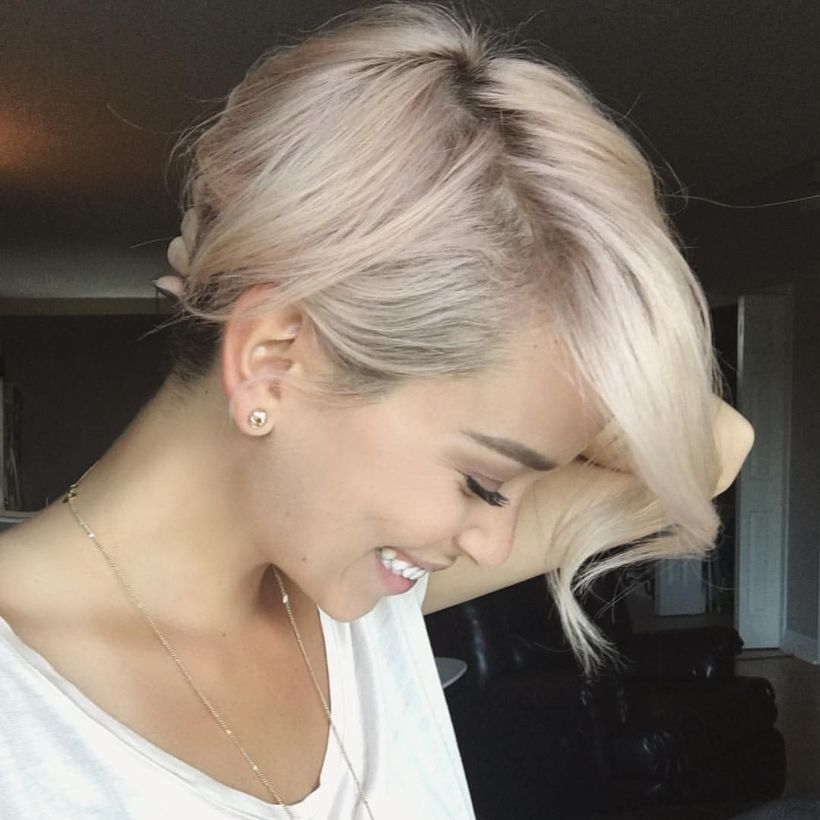 Cool short pixie blonde hairstyle ideas 34