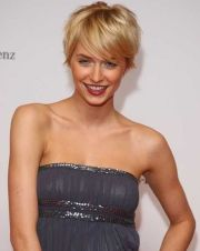 Cool short pixie blonde hairstyle ideas 50