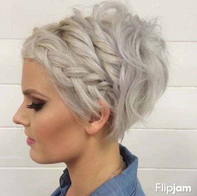 Cool short pixie blonde hairstyle ideas 74