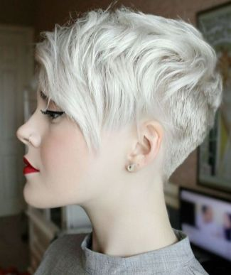Cool short pixie blonde hairstyle ideas 94