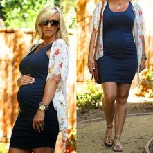 Fashionable maternity outfits ideas for summer and spring 1