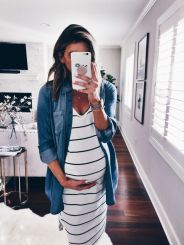 Fashionable maternity outfits ideas for summer and spring 111