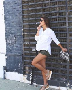Fashionable maternity outfits ideas for summer and spring 113