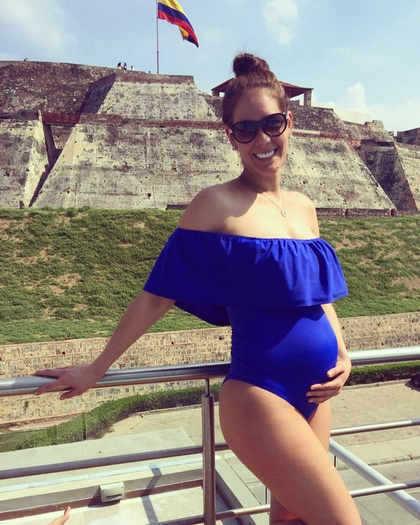 Fashionable maternity outfits ideas for summer and spring 23