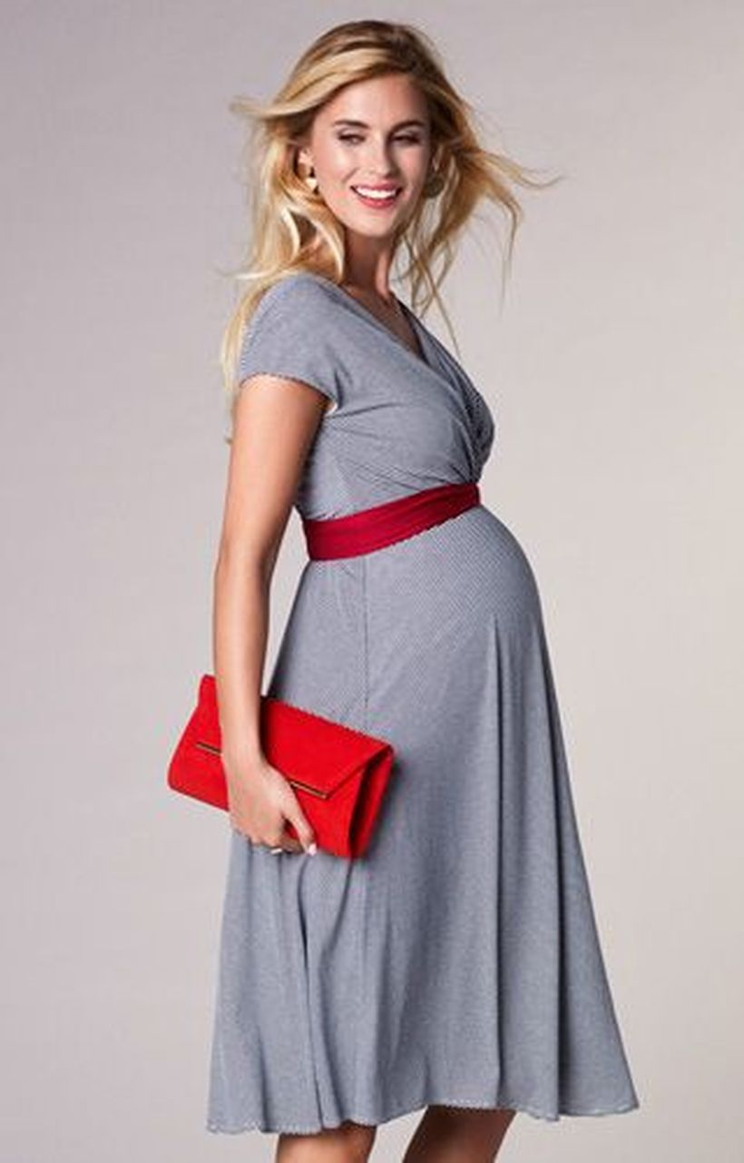 Fashionable maternity outfits ideas for summer and spring 43