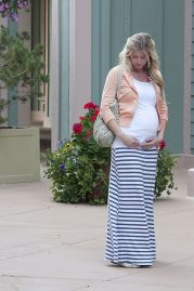 Fashionable maternity outfits ideas for summer and spring 66