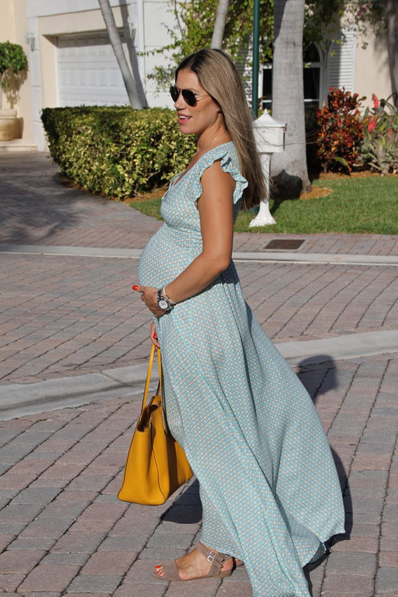 Fashionable maternity outfits ideas for summer and spring 95