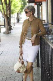 Fashionable white denim skirt outfits ideas 14