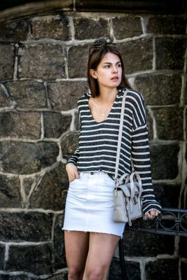 Fashionable white denim skirt outfits ideas 18