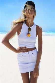 Fashionable white denim skirt outfits ideas 31