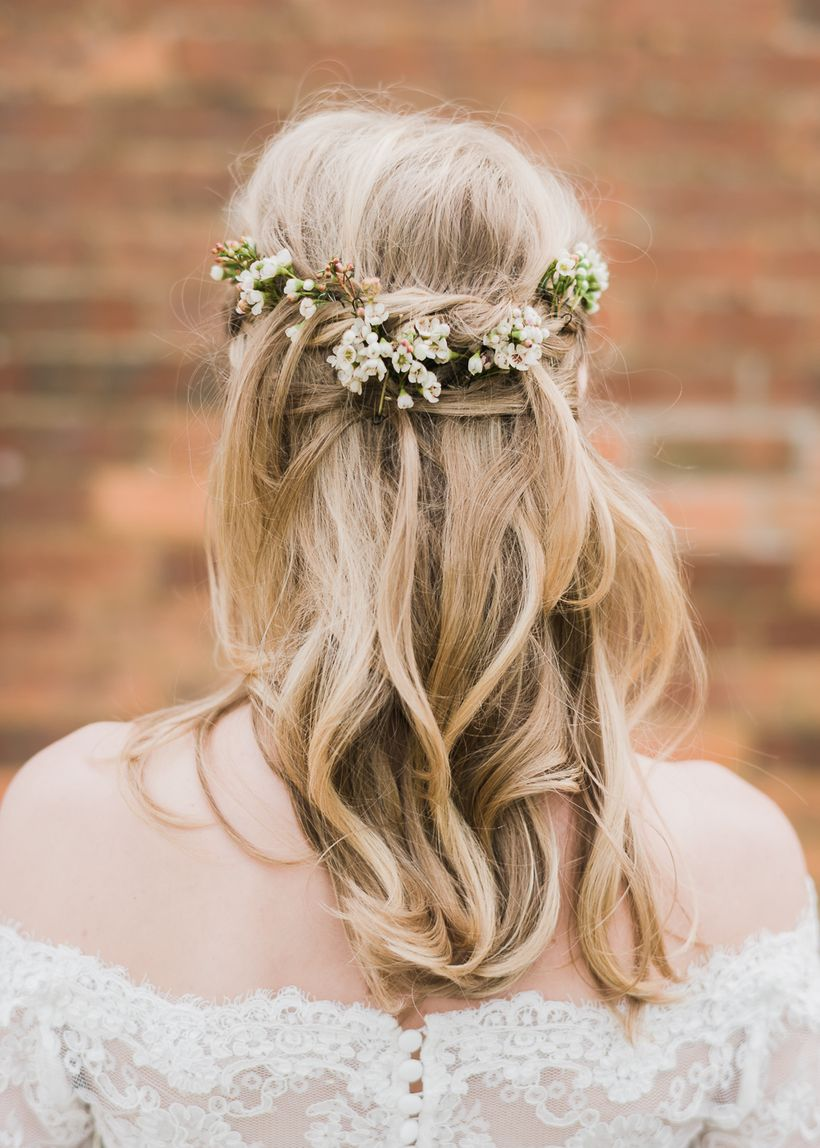 Gorgeous rustic wedding hairstyles ideas 75