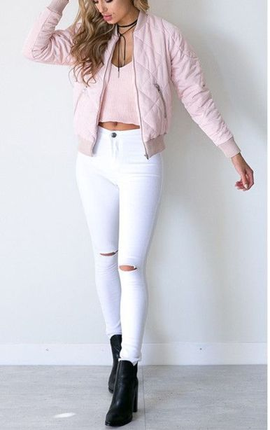 Perfect ways to wear white denim jeans outfits 19
