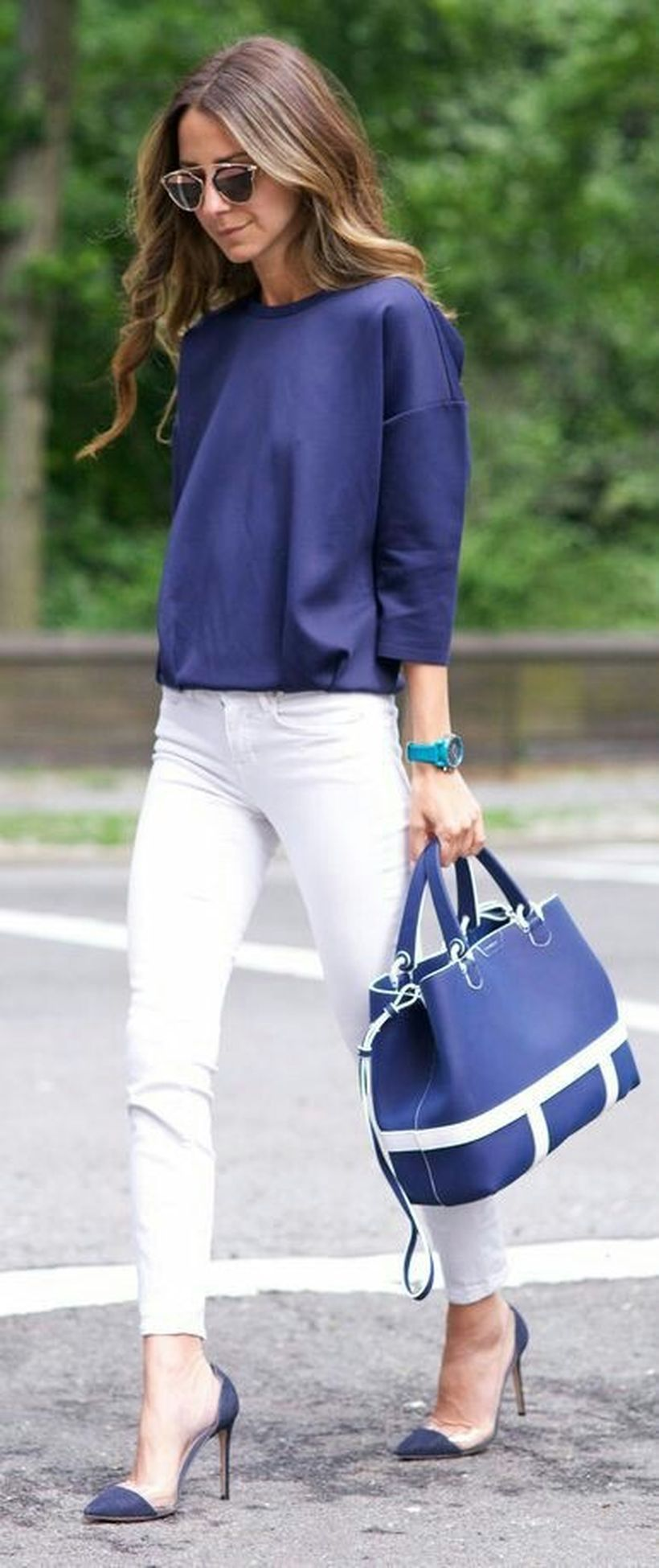 Perfect ways to wear white denim jeans outfits 27