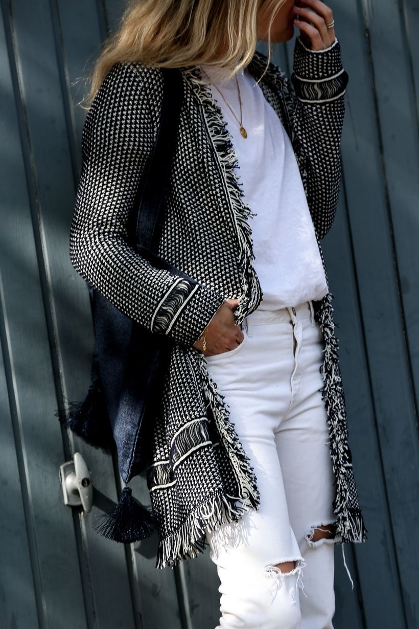 Perfect ways to wear white denim jeans outfits 3
